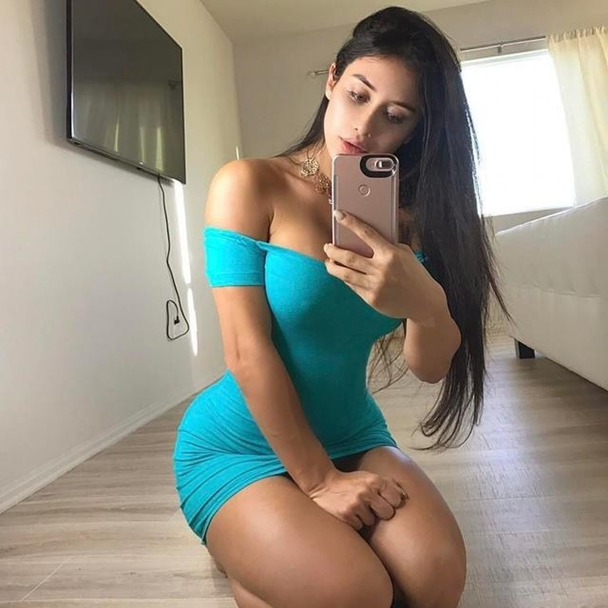Low price 👙chip rate 💕💖all over Delhi 3*5*7*hotels and parsnal room vip escorts service