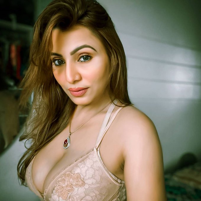 ||09999618368|| Delhi HOTEL THE LALIT DELHI ​ESCORTS CALL GIRLS SERVICES