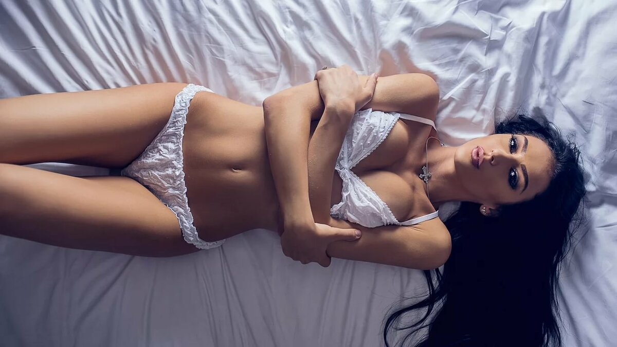 A tempting Mumbai call girl whose motive is to satisfy you in any manner you love