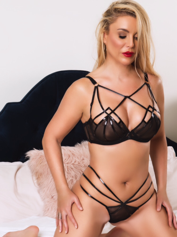 ULTIMATE GIRLFRIEND EXPERIENCE WITH ARIA AVIVA
