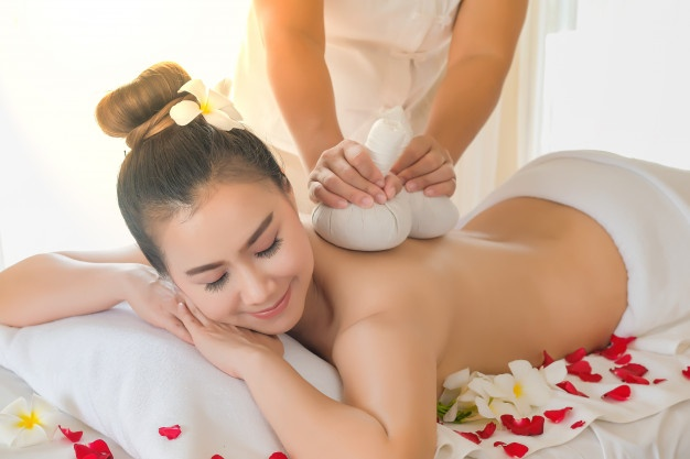 Nude Body to Body Massage & Happy Ending Massage Centre in MG Road Gurgaon 9818350426